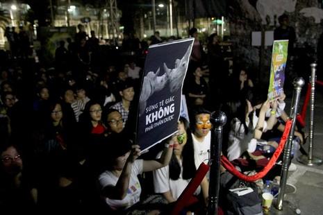 MC Phan Anh cạo đầu cam kết bảo vệ động vật hoang dã - ảnh 8