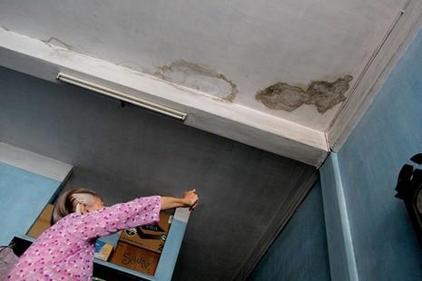 Cận cảnh chung cư ở phố Tây buộc phải di dời khẩn cấp  - ảnh 13