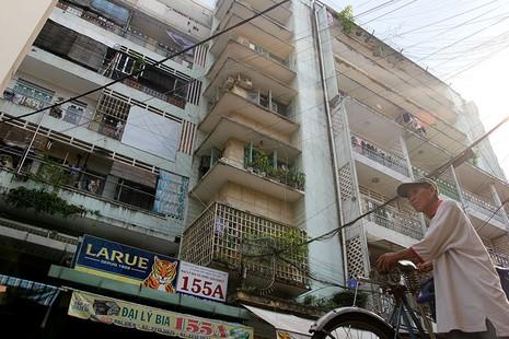 Cận cảnh chung cư ở phố Tây buộc phải di dời khẩn cấp  - ảnh 1