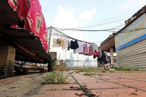 Cận cảnh chung cư ở phố Tây buộc phải di dời khẩn cấp  - ảnh 20