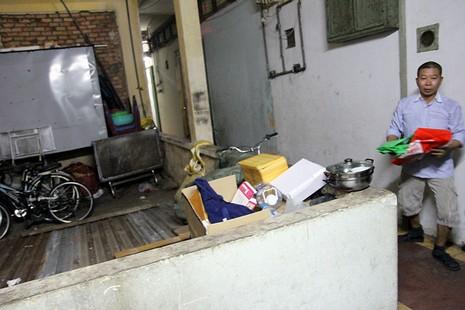 Cận cảnh chung cư ở phố Tây buộc phải di dời khẩn cấp  - ảnh 23