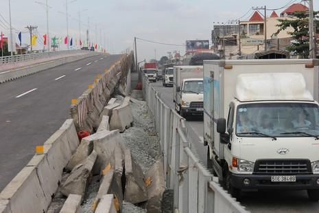 Một nhánh cầu vượt hơn 500 tỉ đồng trước ngày thông xe - ảnh 11