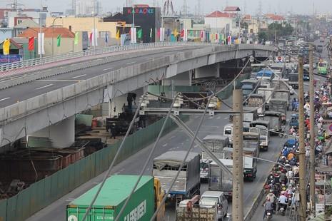 Một nhánh cầu vượt hơn 500 tỉ đồng trước ngày thông xe - ảnh 14