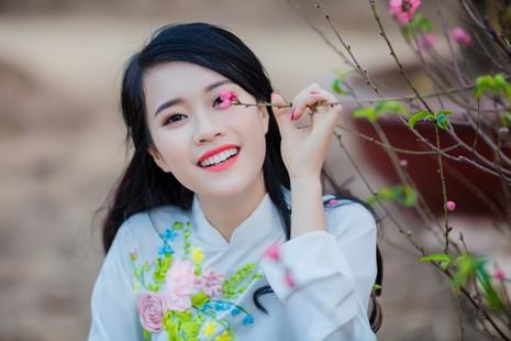 Ngắm Á khôi Nữ sinh viên VN duyên dáng bên hoa đào - ảnh 12