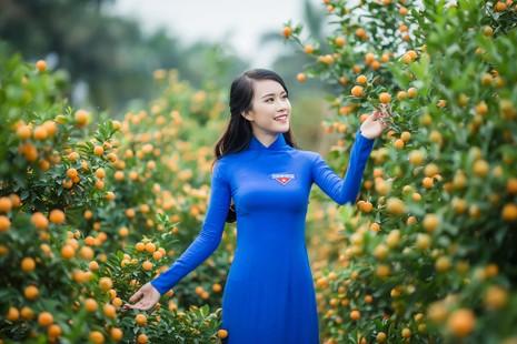 Ngắm Á khôi Nữ sinh viên VN duyên dáng bên hoa đào - ảnh 1