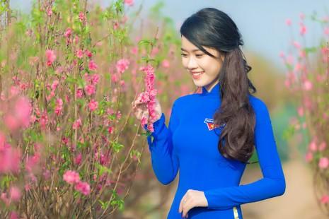 Ngắm Á khôi Nữ sinh viên VN duyên dáng bên hoa đào - ảnh 4