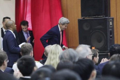 Buổi chiều bận rộn của Ngoại trưởng John Kerry ở TP.HCM - ảnh 1