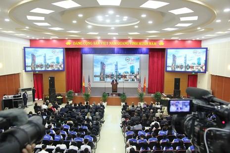 Buổi chiều bận rộn của Ngoại trưởng John Kerry ở TP.HCM - ảnh 4