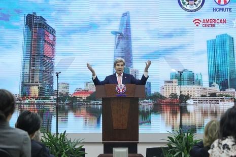 Buổi chiều bận rộn của Ngoại trưởng John Kerry ở TP.HCM - ảnh 3