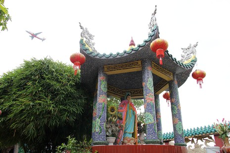 Cận cảnh ngôi miếu hơn 300 năm giữa sông ở Sài Gòn - ảnh 18