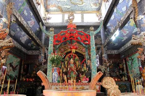 Cận cảnh ngôi miếu hơn 300 năm giữa sông ở Sài Gòn - ảnh 13