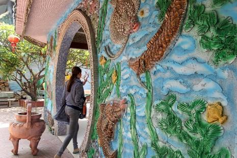 Cận cảnh ngôi miếu hơn 300 năm giữa sông ở Sài Gòn - ảnh 11