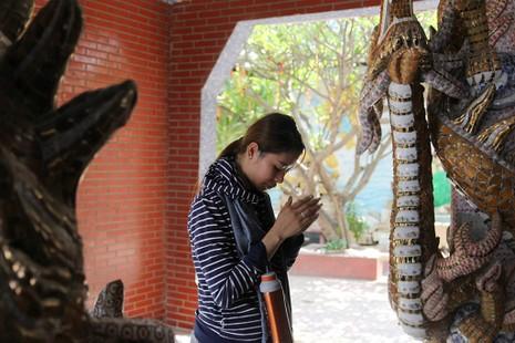 Cận cảnh ngôi miếu hơn 300 năm giữa sông ở Sài Gòn - ảnh 17