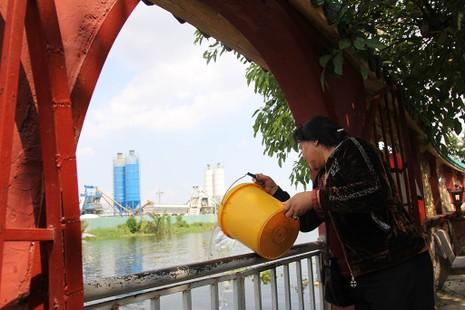 Cận cảnh ngôi miếu hơn 300 năm giữa sông ở Sài Gòn - ảnh 19