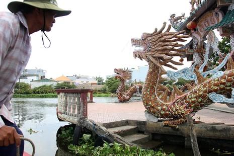 Cận cảnh ngôi miếu hơn 300 năm giữa sông ở Sài Gòn - ảnh 3