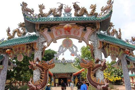 Cận cảnh ngôi miếu hơn 300 năm giữa sông ở Sài Gòn - ảnh 4