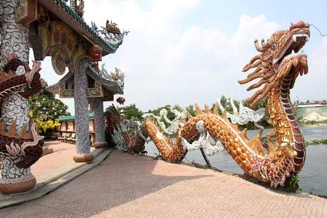 Cận cảnh ngôi miếu hơn 300 năm giữa sông ở Sài Gòn - ảnh 5