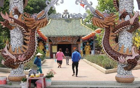 Cận cảnh ngôi miếu hơn 300 năm giữa sông ở Sài Gòn - ảnh 6