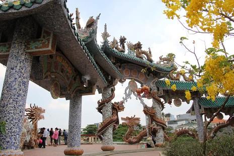 Cận cảnh ngôi miếu hơn 300 năm giữa sông ở Sài Gòn - ảnh 7