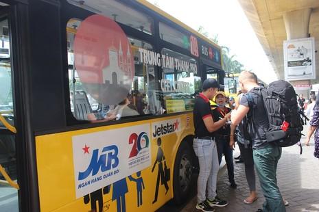 Đi xe buýt để ủng hộ đồng bào miền Trung  - ảnh 3