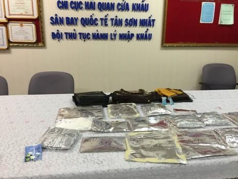 Hơn 5kg cocain 'chu du' nhiều nước rồi bị bắt ở Tân Sơn Nhất - ảnh 2