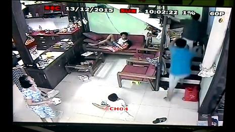 Cảnh sát nổ súng vây bắt nghi phạm bị truy nã - ảnh 1