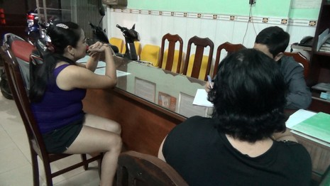 Cảnh sát hình sự trấn áp tội phạm đứng sau mại dâm - ảnh 2