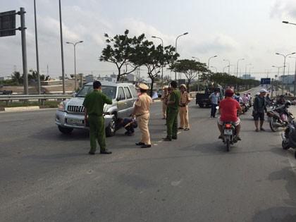 Hơn 30 mô tô cảnh sát truy đuổi 'xe điên' náo loạn sài Gòn - ảnh 3