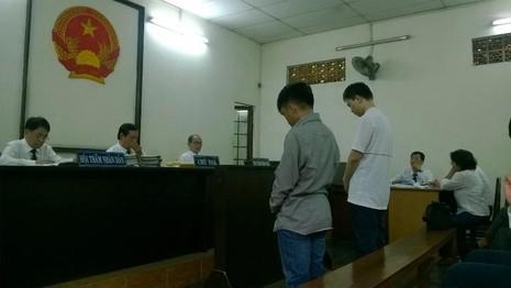 Hai bị cáo tại phiên xử