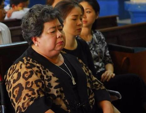 Bà Hứa Thị Phấn trong một lần có mặt tại phiên toà để trả lời HĐXX