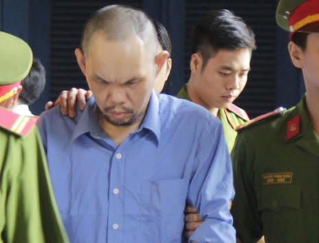 Bị cáo Lee Loke Dah được dẫn giải về trại giam sau phiên xử