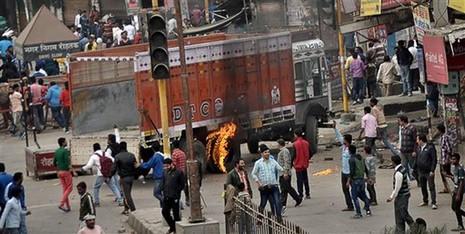 Người đẳng cấp thấp Ấn Độ biểu tình, sáu người chết - ảnh 1