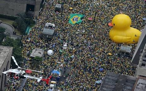 Siêu biểu tình lật đổ tổng thống Brazil - ảnh 1