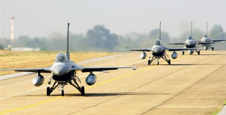 Indonesia đưa năm máy bay chiến đấu F-16 ra quần đảo Natuna - ảnh 1