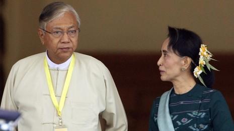 Bà Suu Kyi khó vượt được kiềm tỏa của quân đội - ảnh 2