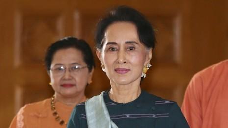 Quân đội phản đối dữ dội chức cố vấn quốc gia của bà Suu Kyi - ảnh 1