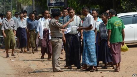 Myanmar bắt đầu thả tù nhân chính trị - ảnh 1
