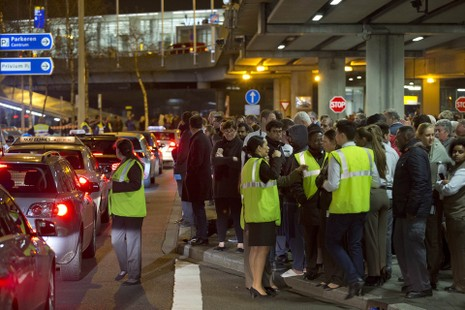 Hà Lan bắt một nghi phạm đánh bom sân bay Amsterdam - ảnh 2