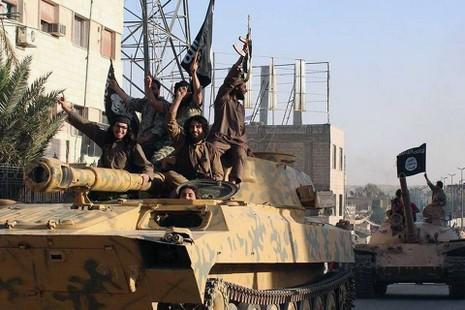Liên quân không kích phá hủy khoảng 800 triệu USD của IS - ảnh 1