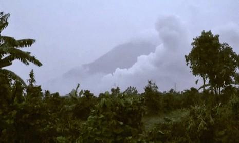 Núi lửa Indonesia phun trào, 9 người thương vong - ảnh 1