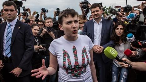Nga trao trả nữ phi công Ukraine, đổi lại tù binh Nga - ảnh 1
