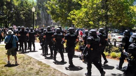 Cảnh sát giải tán biểu tình