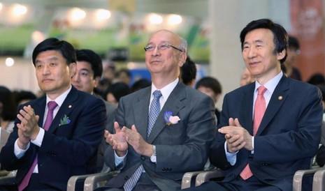 Đại sứ Nhật tại LHQ Koro Bessho (giữa) khẳng định LHQ sẵn sàng xem xét vấn đề biển Đông.
