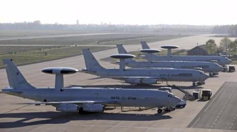 NATO sẽ triển khai máy bay AWACS hỗ trợ không kích IS.