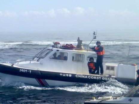 Tàu hải cảnh Trung Quốc tại bãi cạn Scarborough vốn thuộc quyền kiểm soát của Philippines trước khi bị Trung Quốc chiếm năm 2012.