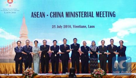 ác Bộ trưởng Ngoại giao tham gia hội nghị Bộ trưởng Ngoại giao ASEAN-Trung Quốc tại Lào ngày 25-7.