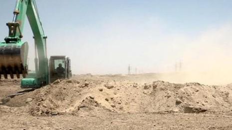 Công tác đào kênh đang được thi công ở ngoại ô Fallujah (tỉnh Anbar, Iraq) ngày 22-7.