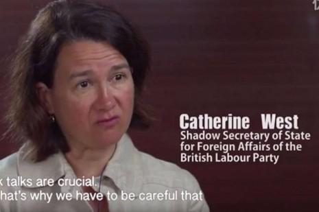 Hình ảnh nữ nghị sĩ Anh Catherine West trong đọan video tuyên truyền của Trung Quốc.