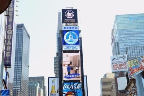 Tân Hoa xã đã một lần thuê bảng quảng cáo trên Times Square năm 2011.