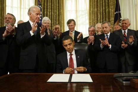 Tổng thống Obama ký sắc lệnh đóng cửa nhà tù Guantanamo ngày 22-1-2009.